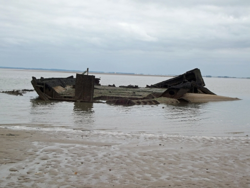 Wreck of a tile barge that acts as a navigation aid
